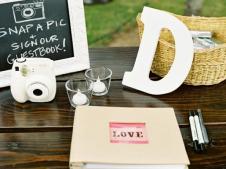 ci-jill-thomas-photography_wedding-guest-book-_s4x3-jpg-rend-hgtvcom-616-462